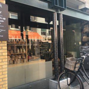 bakkerswinkel met zuurdesembrood