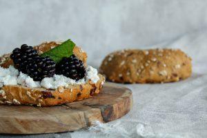 Zuurdesembrood online bestellen, spelt muesli broodje, broodbeleg inspiratie